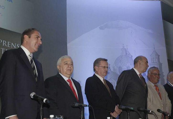 El gobernador de Puebla, Rafael Moreno Valle, y el titular de la SEP, Emilio Chuayffett, asistieron a la clausura del evento. (puebla.sip-asambleas.org)