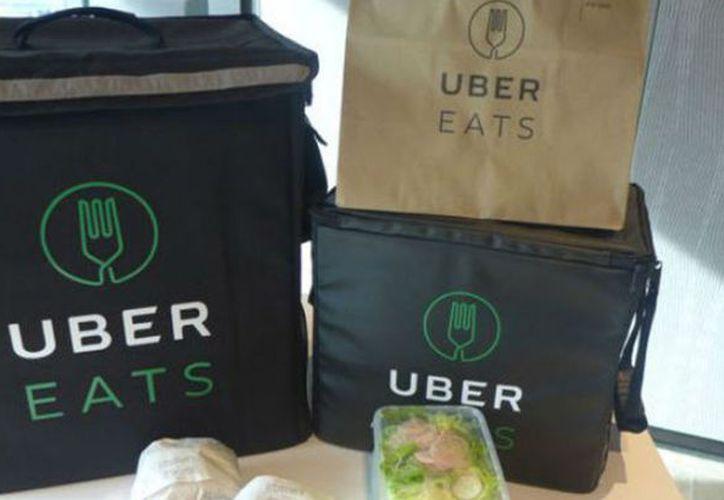 Uber Eats traslada la comida principalmente por medio de repartidores ciclistas. (Tomada de Diario de Morelos)