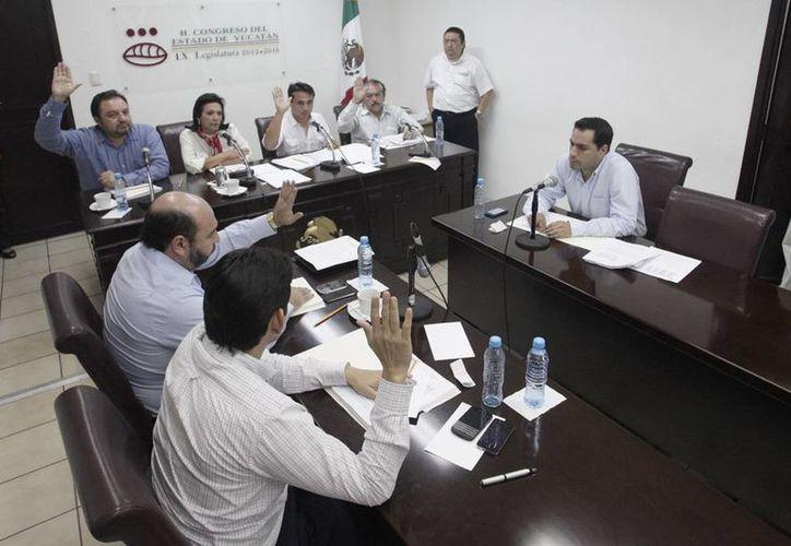 Los legisladores yucatecos sometieron este lunes a consideración el proyecto de Paquete Fiscal 2014 del Estado y del Ayuntamiento meridano. (Cortesía)