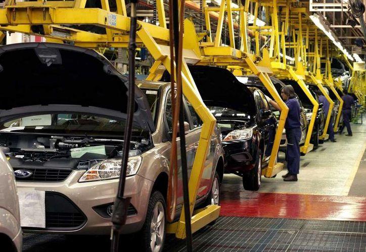 La industria automotriz mexicana ha generado ingresos por más de 54 mil millones de dólares en lo que va de 2014. (Achivo/SIPSE)