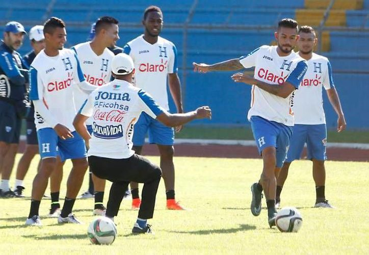 Honduras quiere repetir la hazaña que consiguió hace tres años de ganar en el Estadio Azteca. (Facebook)