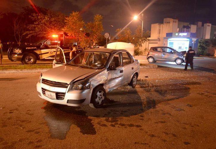 Así quedó el vehículo en el que viajaba una familia (incluido un bebé) tras fuerte choque en Ciudad Caucel. (SIPSE)
