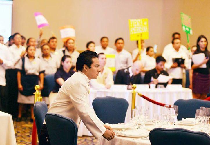 Los participantes de la IV Olimpiada Hotelera sirvieron los banquetes, con todos los elementos que los conforman. El evento finalizará el próximo sábado. (Milenio Novedades)