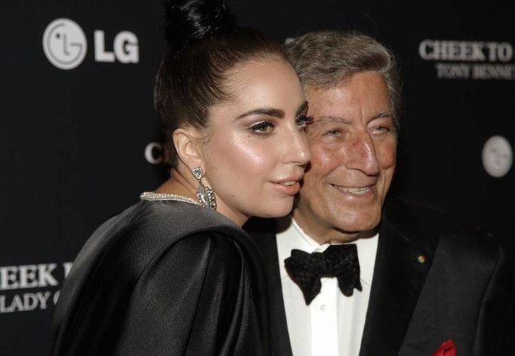 """Lady Gaga y Tony Bennett colaboraron por primera vez en el exitoso álbum del cantante """"Duets II"""", de 2011. (AP)"""