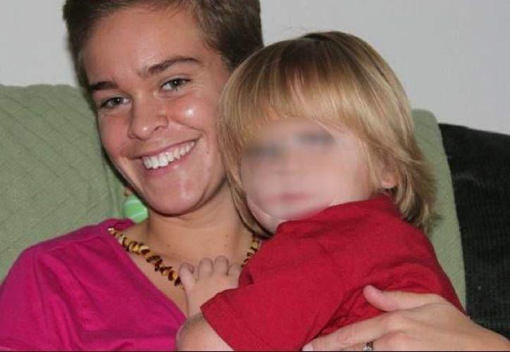 Foto de Lacey Spears y su hijo Garnett Spears. (freep.com/foto proporcionada por la familia)