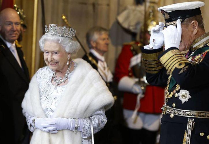 La monarca festeja su coronación con sendas fiestas en los jardines del Palacio de Buckingham este 3 y 10 de junio. (Archivo/Agencias)