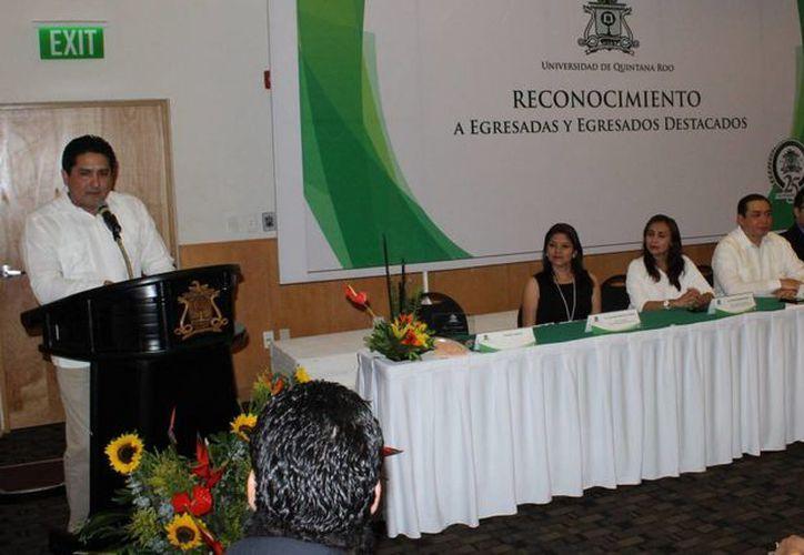 Marco Antonio Lozano Ocman, directivo del Grupo SIPSE, tomó la palabra. (Ángel Castilla/SIPSE)