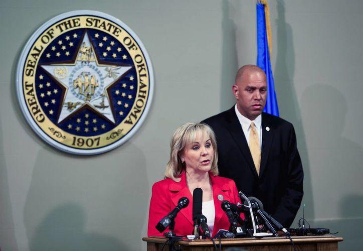 Mary Fallin, gobernadora de Oklahoma, se dirige a los medios de comunicación sobre la problemática ejecución de Clayton Lockett. (Agencias)