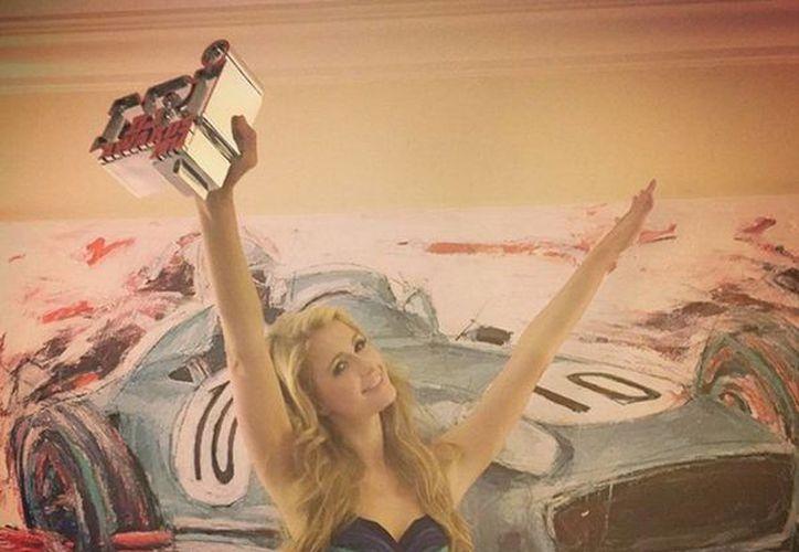 Paris Hilton compartió con sus seguidores imágenes de su premiación a través de las redes sociales. (instagram.com/parishilton)