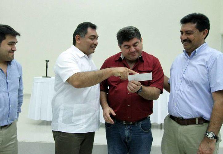 En evento realizado en el Centro de Convenciones Yucatán Siglo XXI 70 alcaldes yucatecos recibieron recursos federales para infraestructura y programas de desarrollo municipal. (SIPSE)