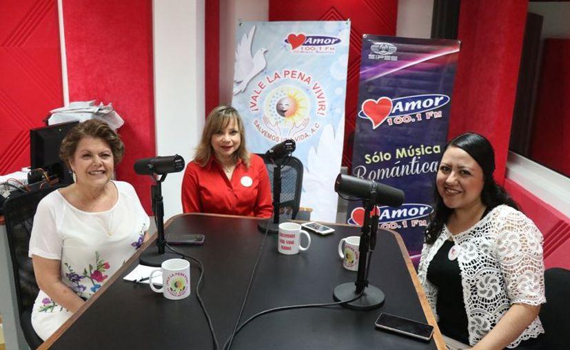Alis García, Marcia Lara y Xóchitl Lara durante la trasmisión del programa Salvemos una Vida de Grupo Sipse. (Novedades Yucatán)