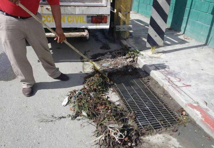 Es necesario que la población sea consciente sobre no tirar basura en las vialidades.(Benjamín Pat/SIPSE)