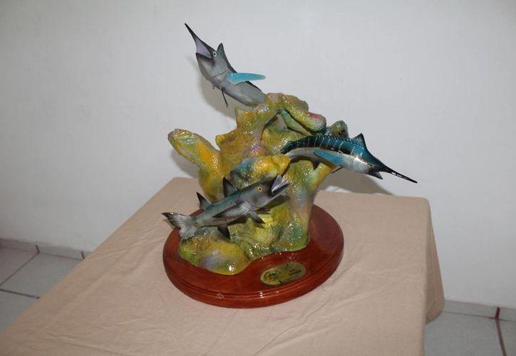 Los trofeos son realizados en fibra de vidrio por el artesano cancunense Daniel Moo. (Foto: Redacción/SIPSE).