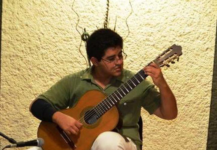 El joven es estudiante de música de la Escuela Superior de Artes de Yucatán. (Redacción/SIPSE)