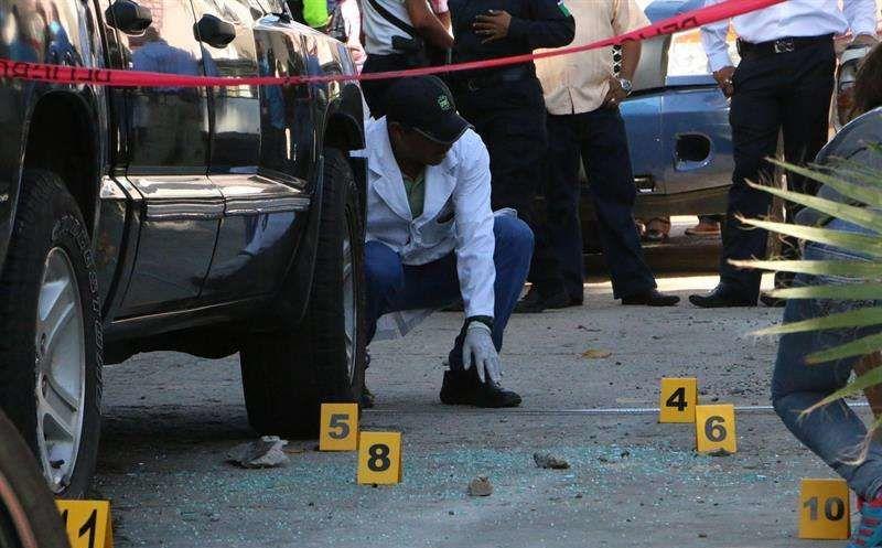 Huachicoleros rafaguean a seis policías, en Puebla
