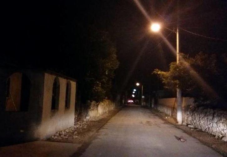 En esta calle ubicada a dos cuadras del Palacio Municipal ocurre el 'apedreo'. (Jorge Moreno/SIPSE)
