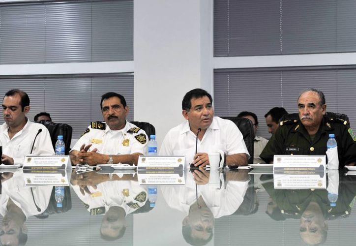 Autoridades civiles y militares unen esfuerzos en la vigilancia durante la temporada de pesca de pepino de mar. (SIPSE)