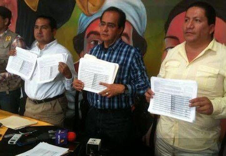 René Bejarano (centro) promueve consulta ciudadana contra la Reforma Energética. (Milenio)