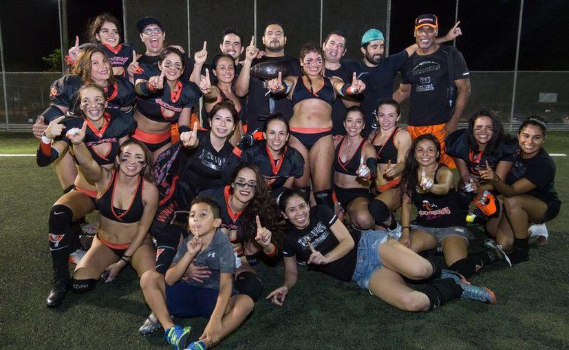 Las Bucaneras lograron el título de laTemporada de Primavera 2017. (Ángel Villegas/SIPSE)