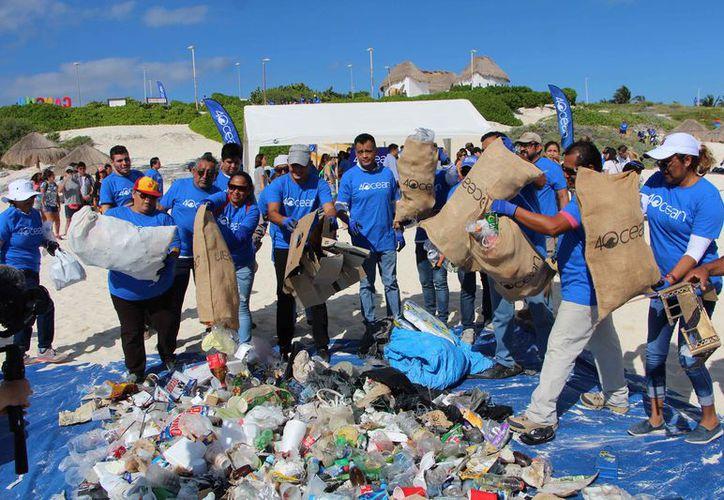 Las personas recolectaron una gran cantidad de basura. (Paola Chiomante/SIPSE)