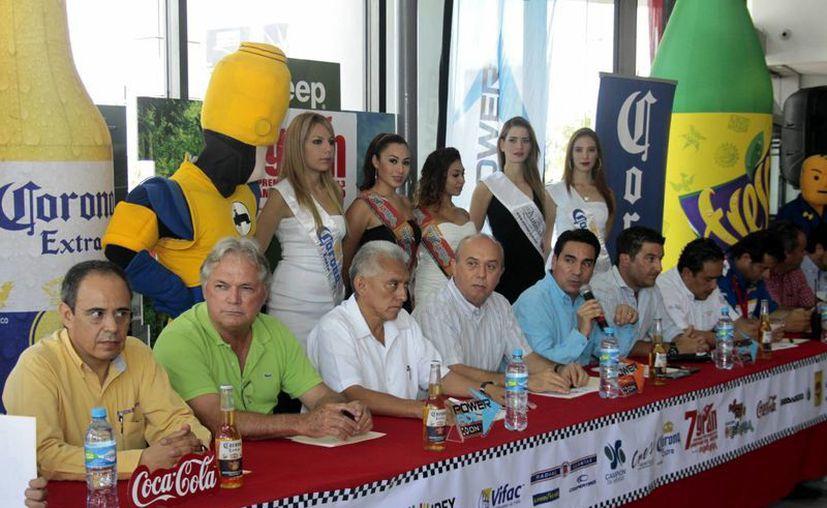 Rueda de prensa en la que fue anunciado ayer el VII Premio Yucatán 2013 de Motos Acuáticas. (Milenio Novedades)