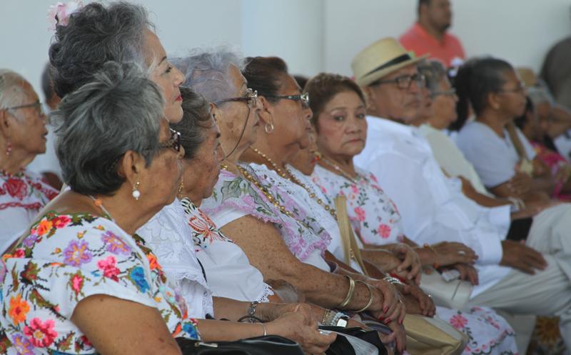 Resultado de imagen para abuelitos isla mujeres 2018