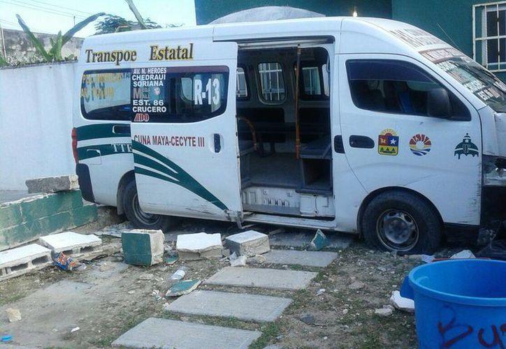 Tres personas resultaron lesionadas por el impacto. (Redacción/SIPSE)