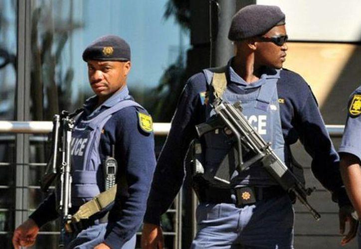 La Policía de Sudáfrica informó del arresto del los cuatro presuntos terroristas que planeaban atentar contra la embajada de EU en la ciudad de Pretoria e instituciones judías. (Archivo/AFP)
