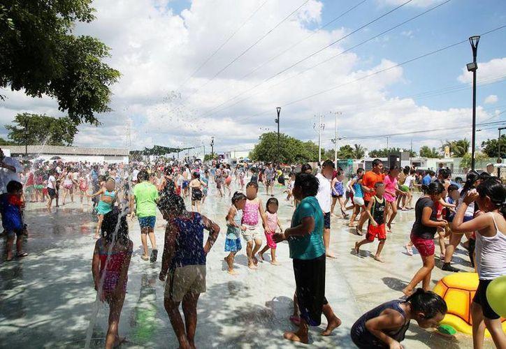 Desde este viernes, Mérida ya tiene 'La Playita', un parque de juegos acuáticos, en el Paseo Verde. (Milenio Novedades)