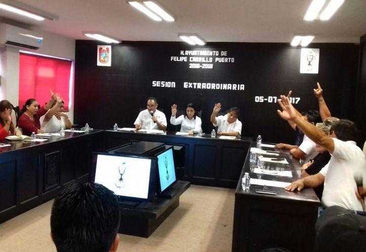 Con nueve votos a favor, se hizo efectiva la renuncia que presentó Vázquez Méndez. (Jesús Caamal/ SIPSE)