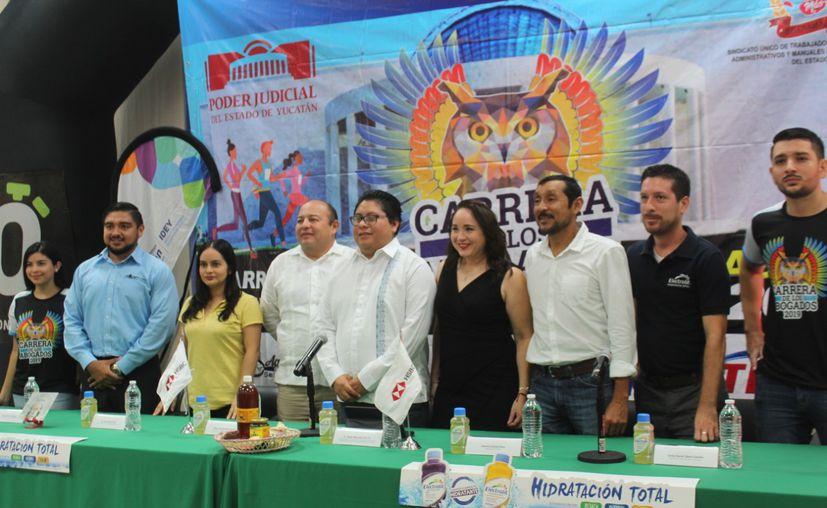 Presentación de la Carrera de los Abogados. (Novedades Yucatán)