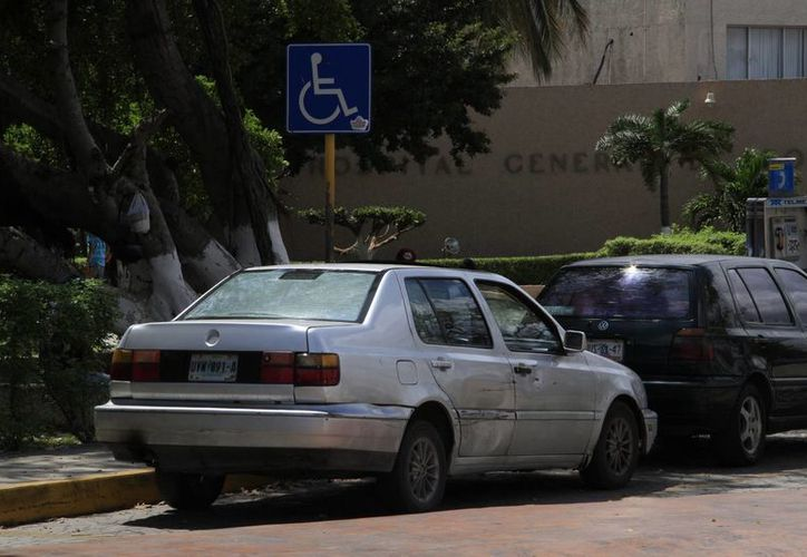 Los ciudadanos que no respetan estos espacios reciben multas de tres mil 500 pesos. (Luis Soto/SIPSE)
