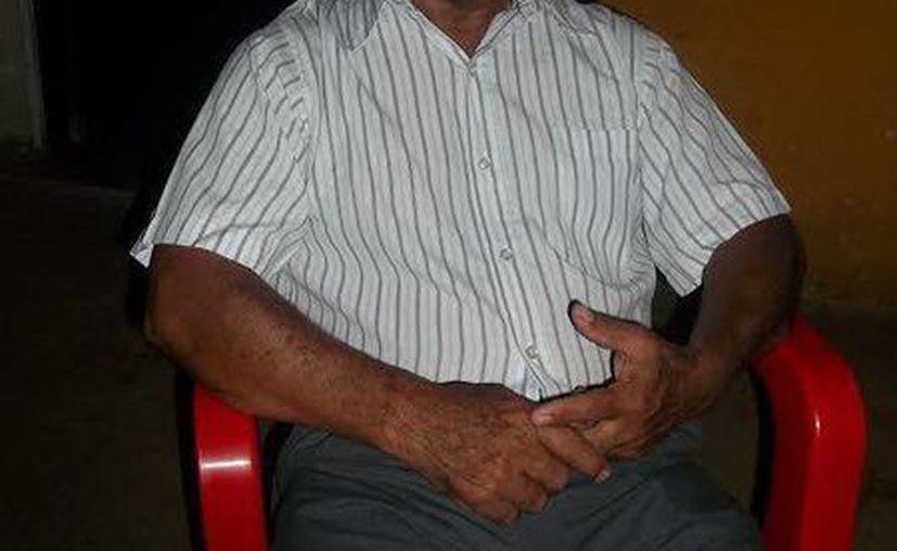 Don Próspero Serrano durante la entrevista realizada en su domicilio de Catmís. (Jorge Moreno/SIPSE)