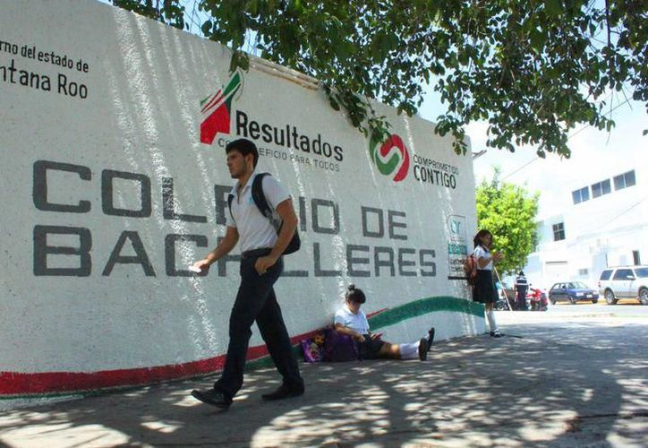 El evento se realizó en el Colegio de Bachilleres de Puerto Morelos, ante cientos de estudiantes. (SIPSE)