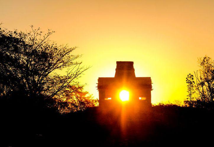 """El Templo de las Siete Muñecas, un símbolo de la cultura maya, por el fenómeno arqueoastronómico que """"protagoniza"""" cada equinoccio, será rehabilitado para evitar el hundimiento. (José Acosta/SIPSE)"""