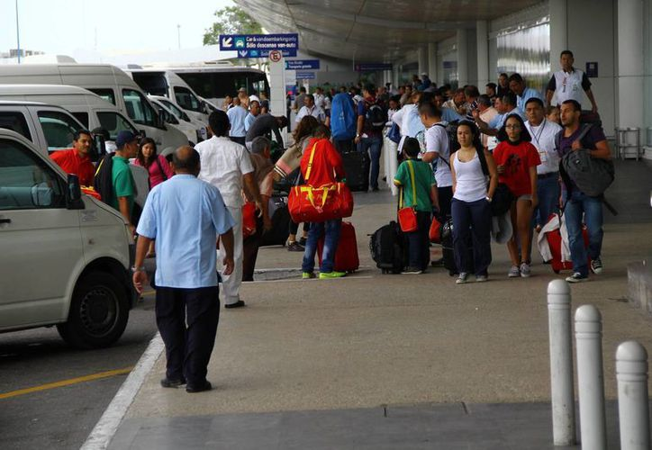 Disminuye el número de vuelos programados en el Aeropuerto Internacional de Cancún. (Gonzalo Zapata/SIPSE)