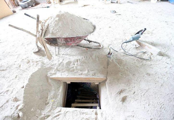 Varios de los implicados en la fuga de Joaquín 'El Chapo' Guzmán están formalmente presos, acusados de los delitos de evasión de reos y fraude procesal. La imagen es de la 'salida' del túnel por donde escapó el capo, y está utilizada sólo como contexto. (NTX/Archivo)
