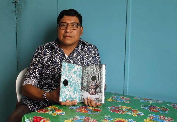 """El artista visual Roberto Tondopó presentó su libro """"La casita de Turrón"""" en la cantina El Cardenal. (Milenio Novedades)"""