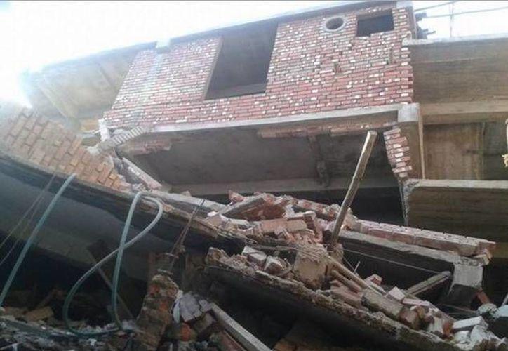 Un buen numero de viviendas y edificios colapsaron la madrugada de este lunes en Impal, capital del estado de Manipur, situada unos 29 kilómetros al este del epicentro del sismo en la India. (Imagen tomada de @tweet_quake)