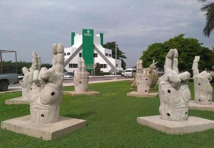 Los cancunenses y visitantes pueden tomarse fotografías con las esculturas. (Jesús Tijerina/SIPSE)