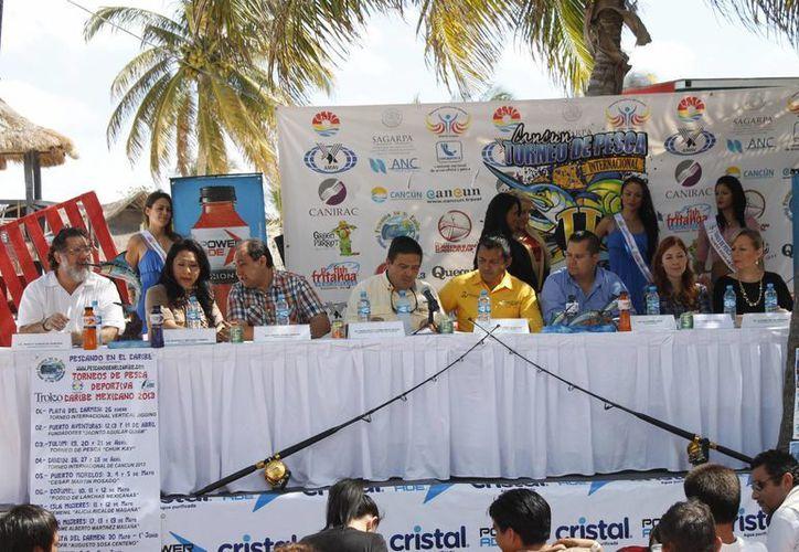 El comité organizador durante una conferencia de prensa. (Jesús Tijerina/SIPSE)