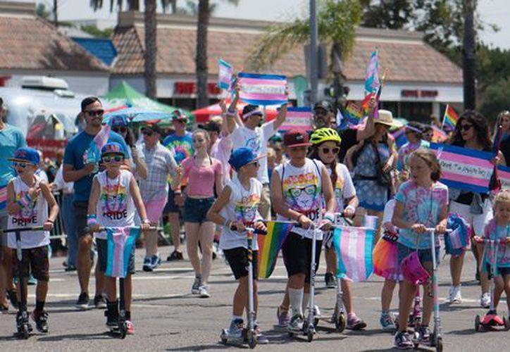 Una matrimonio declaró que no adoptarían a un pequeño que fuera homosexual. (Shutterstock)