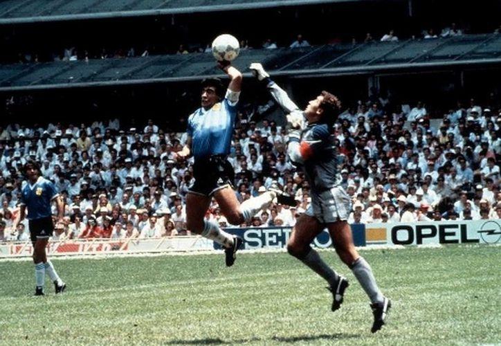 La controvertida 'Mano de Dios' de Maradona en el partido Argentina-Inglaterra, en México'86. (MILENIO)