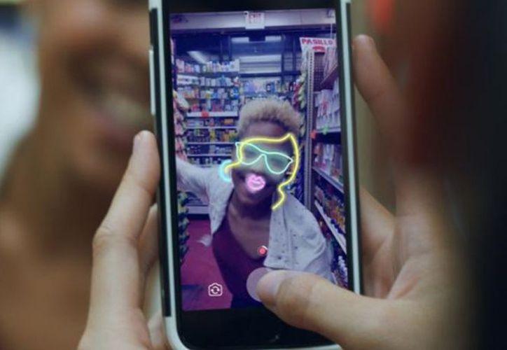 Facebook dará por primera vez a las cámaras un papel central en su app para smartphone. (Excélsior).