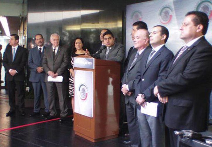 Los 32 integrantes del grupo, encabezados por el coordinador Jorge Luis Preciado, demandaron a la PGR investigue si hubo financiamiento del crimen organizado a la campaña del PRI. (Milenio)