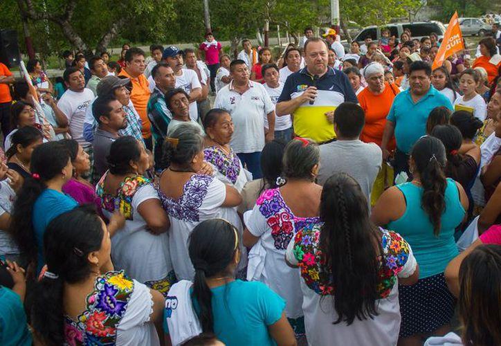 """""""Seguiremos escuchando a todos con la seguridad de que tenemos su confianza"""", dijo José Esquivel Vargas. (Redacción/SIPSE)"""