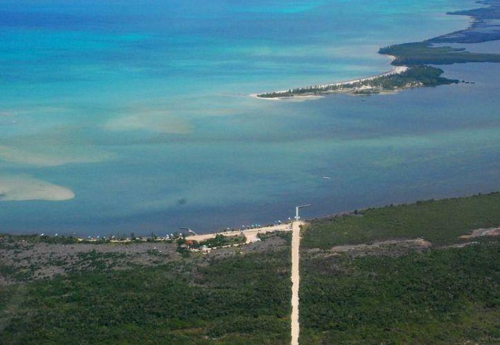 La isla mide aproximadamente 122 mil 300 metros cuadrados, y el proyecto ocupará el 9.25 por ciento de este terreno. (Redacción/SIPSE)