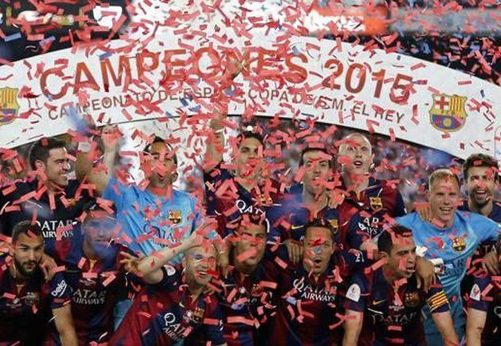 Barcelona se coronó en la Copa del Rey frente al Athletic Club de Bilbao, noche mágica de Messi y Xavi. (AP)