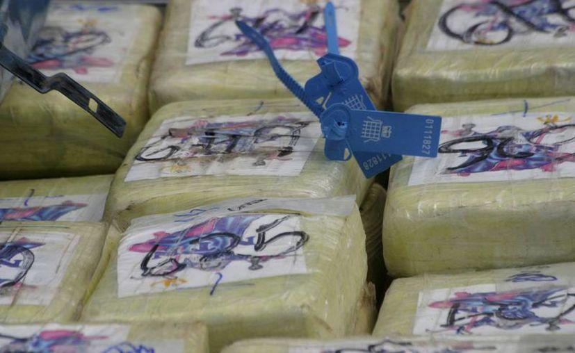 Los detenidos junto con la droga y vehículos fueron transferidos al Departamento de Seguridad Nacional donde continuarán con las investigaciones. (Archivo SIPSE)