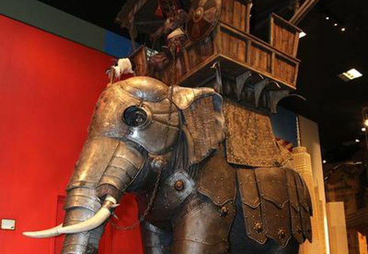 Armadura de hierro para elefante del siglo XVIII y de la India, tiene un precio especial de 2.5 mdd. (Agencias)